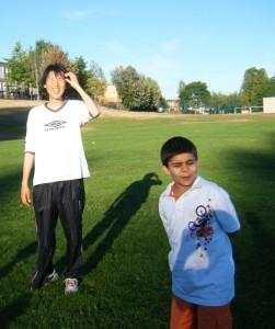 teaching soccer2 251x300 子供にサッカーを教えることで得られた3つのこと。のび太が子供たちから教わったこと