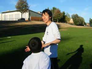 teaching soccer300x272 あなたにぜひ読んでもらいたい!バンクーバー在住者による良質なブログ7選
