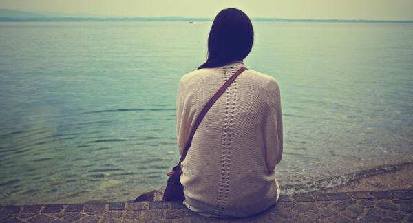pondering 以前お付き合いしていた女性に「私、結婚するんだよ」という報告を受けたときの心境..電車で泣き出した理由