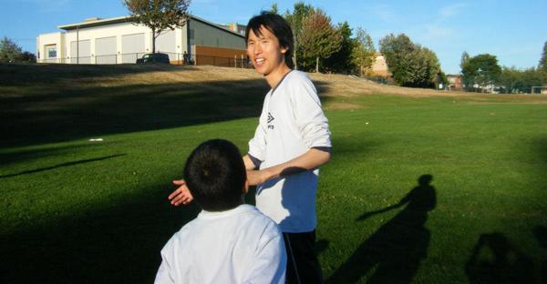soccer 海外では地元住民と積極的に交流しようぜー!日本人とだけ固まるんじゃねぇ!